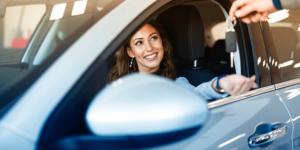 Alugar carro por ano: entenda como funciona e se vale a pena